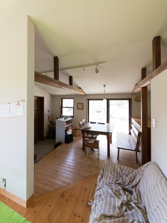 「床も自分たちで張りました。DIYが趣味の父が、泊まり込みで手伝ってくれます」