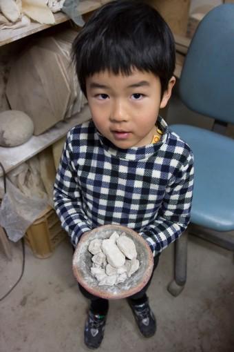 次男の5歳の鈴丸くんも、お父さんの見様見真似で作品づくり。将来は陶芸家かな?