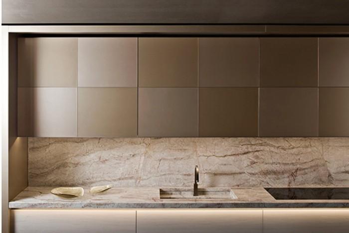 「Checkers」Giorgio Armaniデザイン。