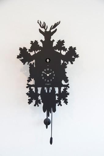ディアマンティーニ・ドメニコニーの鳩時計。切り絵のようなデザイン。