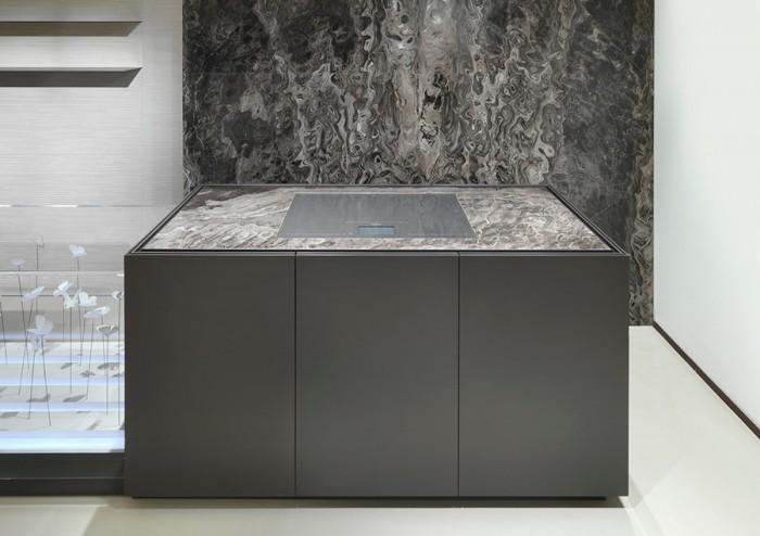 「Bellagio」コレクション。パネルは木製、マットラッカー仕上げ。