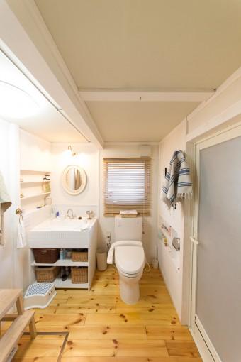 トイレ、洗面もフレンチシックな空間に大改造。