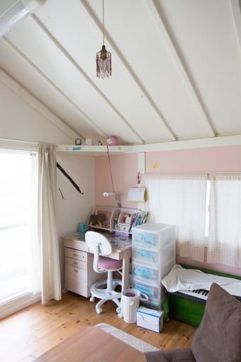 長女の部屋のビーズランプは、父親と一緒に創ったもの。
