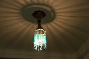 繊細な揺れ具合と、光の陰影が美しいビーズランプ。