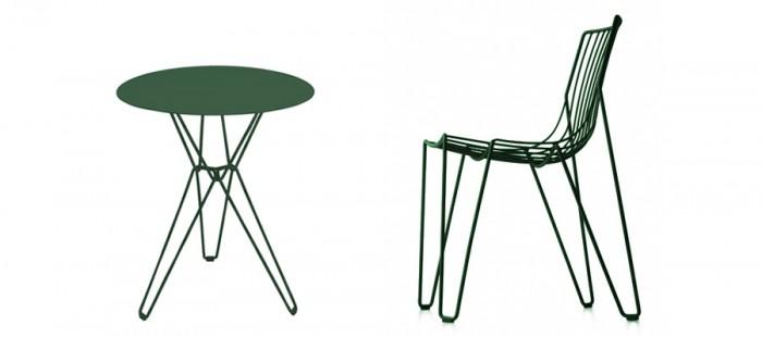 ティオコーヒーテーブル(グリーン) φ600 H720mm ¥71,000 ティオチェア(グリーン) W500 D510 H775 SH445mm ¥46,000 ともにMASSPRODUCTIONS/LIVING MOTIF