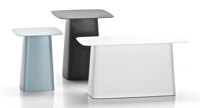左からMetal Side Table Outdoor Small(アイスグレー) W315 D315 H380mm ¥56,000 Metal Side Table Outdoor Medium(ディムグレー) W400 D400 H445mm ¥66,000 Metal Side Table Outdoor Double(ソフトライト) W700 D315 H355mm ¥75,000 以上Vitra/hhstyle.com 青山本店