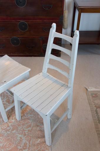 Aラインでしっかりとしていながら、華奢な雰囲気もある椅子。テーブルに似合うものを探し、やっと入手。