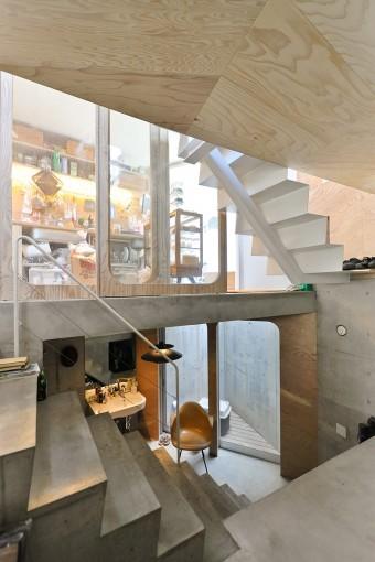 上がクッキーショップのスペース。その真下のスペースには浴室やトイレなどの水回りが収められている。