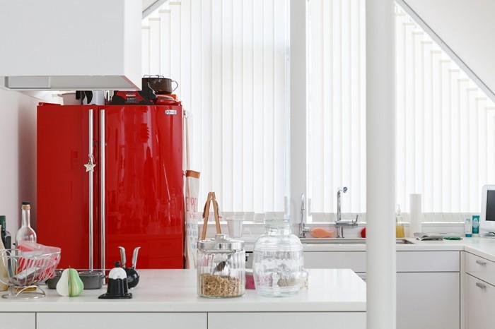 キッチンはオーダーメイド。電化製品はすべてミーレをビルトインしている。