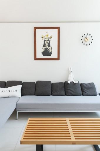 アートもSさんのセレクト。ソファの上はドルクの作品。