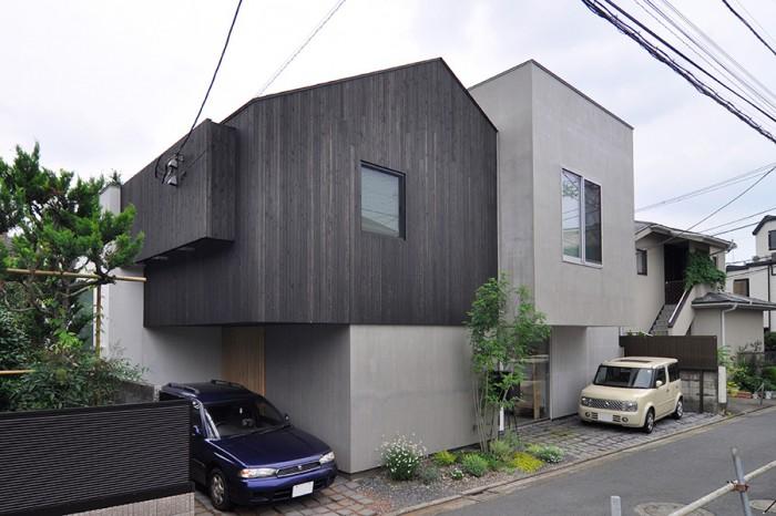 形と仕上げの違うボリュームが寄せ集まって出来たような鈴木邸は3世帯住宅。