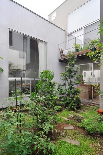 左の大きなボリュームが鈴木夫妻のスペース。右上が姉夫婦のDK、その下が玄関スペース。