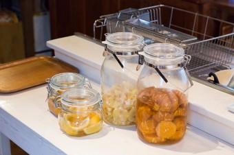 レモン酒、タンカン酒、塩レモンなどをつける。レモンは生徒さんの家で採れたもの。タンカンは友人が送ってくれた。