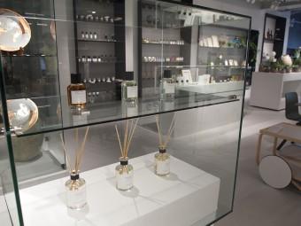 フレグランスは「臭覚の実験室」といわれるイタリアの「ラボラトリオ・オルファティーボ(Laboratorio Olfattivo)」が日本初上陸。そのほかフランスの「オノレ・デ・プレ(HONORÉ DES PRÉS)」など。