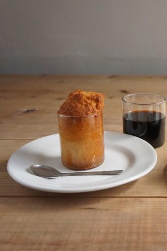 ケーキ生地を流し込み、そのままオーブンに入れることができる。