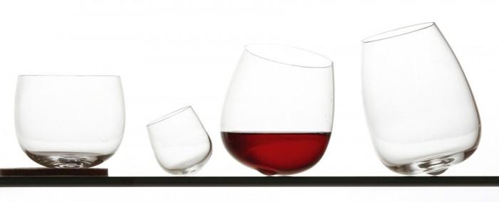 Dance of the Glass 左からロックグラス「ジャック」 φ80 H75mm ¥2,600 ショットグラス「ウィリー」(2個セット)φ40 H45mm ¥3,800 白ワイングラス「フィリップ」φ80 H95mm ¥2,600 赤ワイングラス「マリー」φ80 H115mm ¥2,600 以上Raumgestalt /バイトリコ