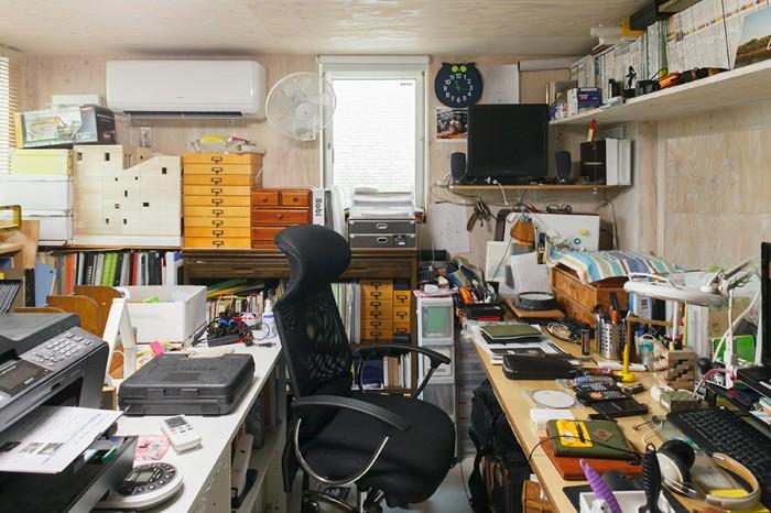 コンパクトなオフィスは秘密基地のような雰囲気。