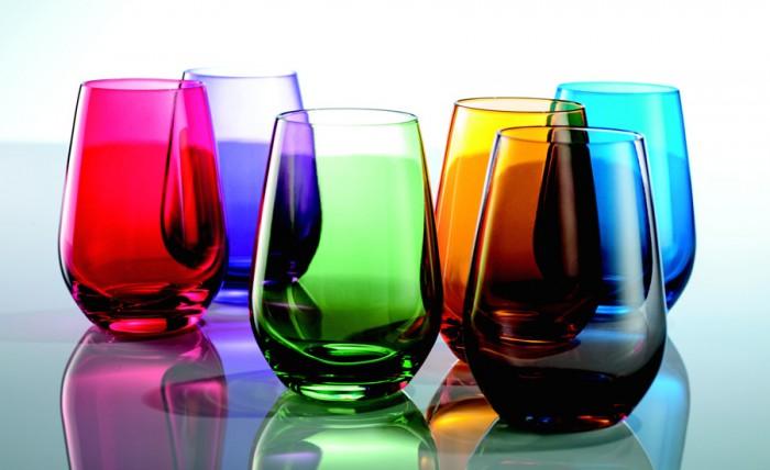 ワイングラスの丸みを活かしたフォルムが美しい。