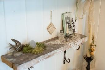 朽ちた雰囲気の棚をDIYで作成。