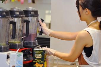 ミキサーはバイタミックスを使用。高い撹拌力で口当たりなめらかなスムージーを作ることができる。