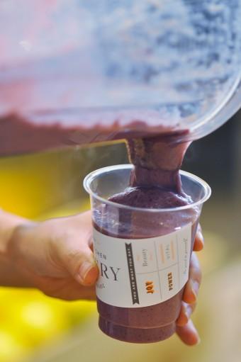 日本で制作している業者がいないため海外から直輸入しているバイオマスのカップ。