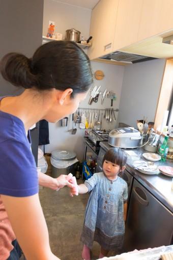 仕事をしながら子供と触れ合えるのも、家を建てた利点。
