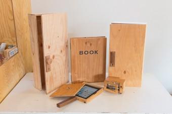 パーティーなどの、ケータリングサービスの演出に使う木箱。こちらも友人の木工職人に依頼。