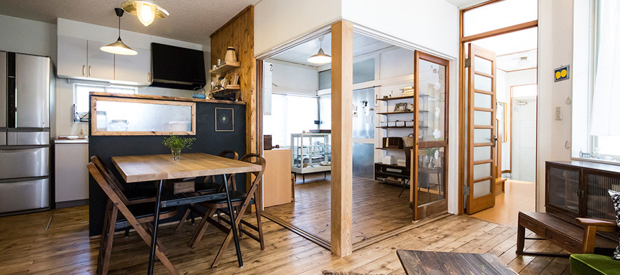 古道具ありきのカフェ風空間  造り上げることが悦び 創作を楽しむ家