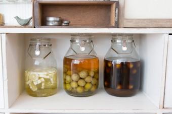 レモン酒、ウメ酒、黒酢ウメ酒をつけ込む。ドリンクメニューもカフェ並みの本格派。