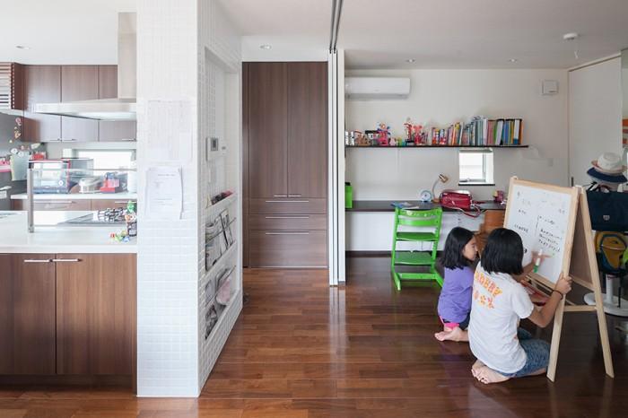家族の生活の中心となる2階にスタディルームを設け、いつでも家族の気配が感じられるように。