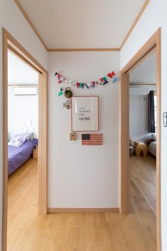 子供部屋は大空間だったところを、最近2部屋にリフォーム。飾り付けはママが担当。