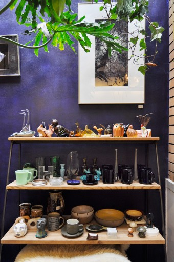 Heath CeramicsやFirekingなどコンディションのいい陶器が揃う。