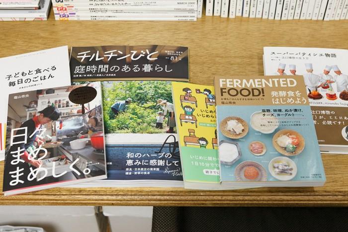 鈴木佳代子さんの最近の作品。雑誌や書籍などのデザインを多く手がける。また、今月初旬には、鈴木さんがデザインを担当し、米澤さんがディレクションと内装を手がけた六本木ヒルズ内のグリーティングカード屋さん「ペーパーミント」がリニューアルオープンした。http://papermint.jp/