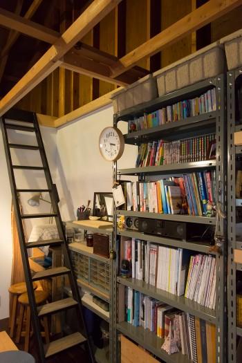 「階段も『無相創』で作っていただきました。鉄製の骨組に、踏み板は古材を使っています」