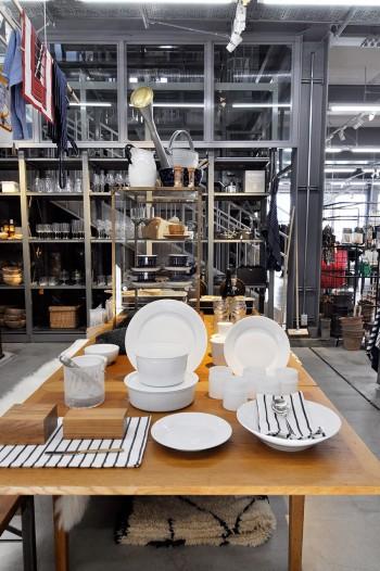 手なじみのよい厚さの食器は普段使いに便利。