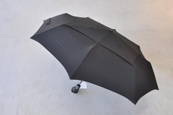 SHEDRAINの傘は男女で兼用できるデザイン。