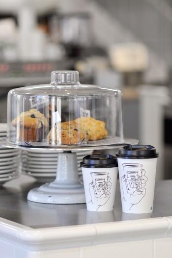 オリジナルイラストが印象的なカップはSmallとTallの2サイズ展開。