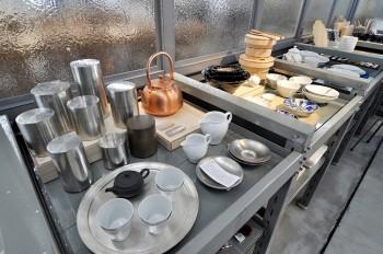 開化堂の茶筒は職人が一つずつ手作りで仕上げる。
