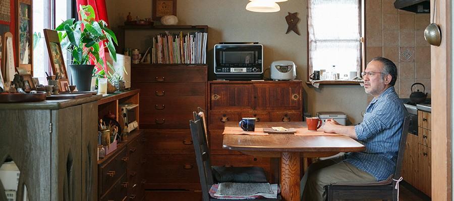 木のぬくもりに満ちる工房とギャラリーを併設した木工作家の住まい