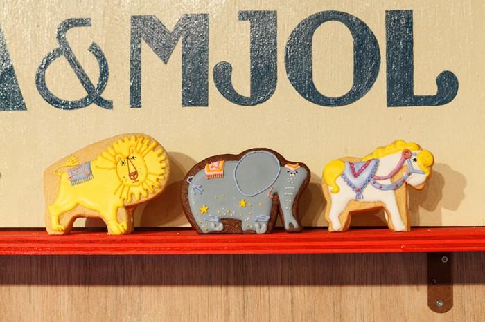 アイシングクッキー左からライオン・ゾウ・ウマ 各¥850 ステカ&モジョル