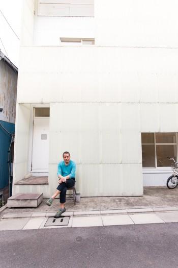 玄関前が和みスポット。近所の人たちともなじみとなり、交流を楽しんでいる。