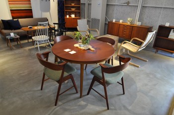カイ・クリスチャンセンのチェアとダイニングテーブル。