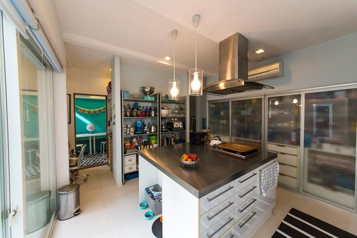 使い勝手とデザイン性を考えた機能的なキッチン。