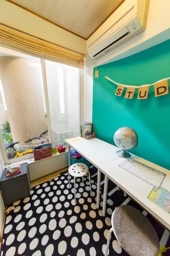 スタディルームは2畳ほどの和室をリメイク。長女は帰宅するとまずここで宿題を済ませるのが日課。