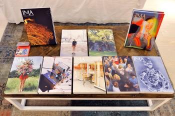 写真を読む雑誌『IMA』も創刊号からすべてラインナップ。写真の奥深い歴史から、今注目の写真家など様々な切り口で写真の魅力を紹介している。