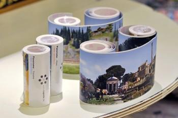 世界各国のパノラマ写真を4mのロール紙に出力されたシートは、裏側がシールになっているので、壁やドアに貼付けてインテリアとして楽しめる。¥2,900