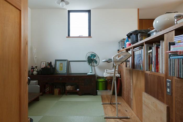 ほっとくつろげる畳コーナー。スキップフロアになっており、床下に収納を設けている。