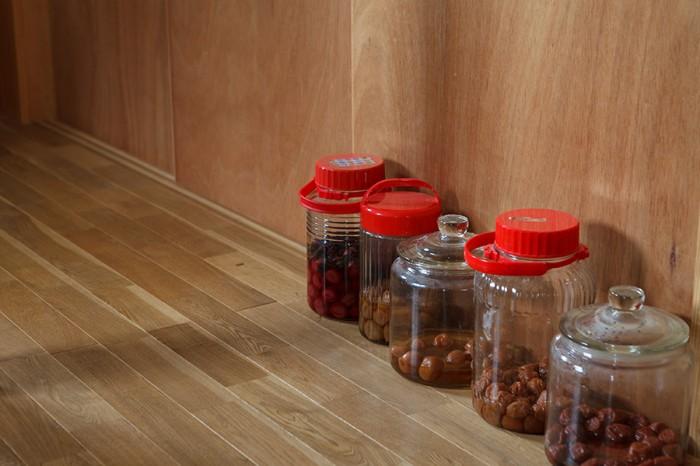 土間は冬は冷えるものの、玄関は梅干しや味噌など保存食を置いておくのにピッタリとのこと。