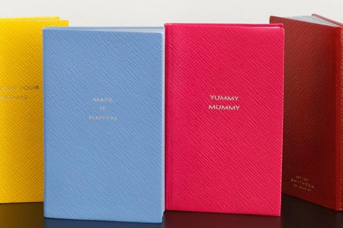 パナマノート(左からイエロー・ナイルブルー・フューシャ・レッド)各¥8,000 以上スマイソン/ヴァルカナイズ・ロンドン 青山店