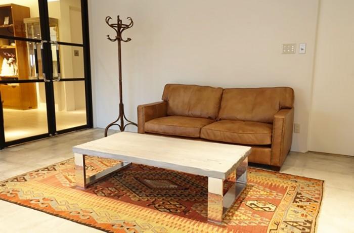 このソファで、フォトグラファーと撮りたい写真のイメージを綿密に打ち合わせしてから撮影がスタート。(C) &ima STUDIO